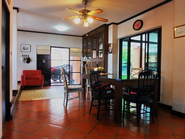 House for sale East Pattaya showing the dining area and gym room