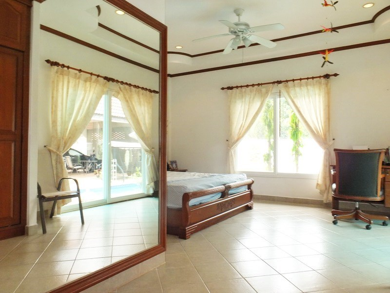 House for sale East Pattaya showing the second bedroom and office area