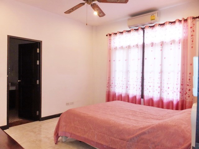 House for sale Pattaya Bangsaray showing the second bedroom suite
